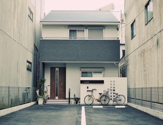 Nagoya House Between Buildings